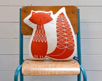 Hand-Bildschirm gedruckte Cat Kissen in Burnt Orange. Robin & Mould von robinandmould auf Etsy