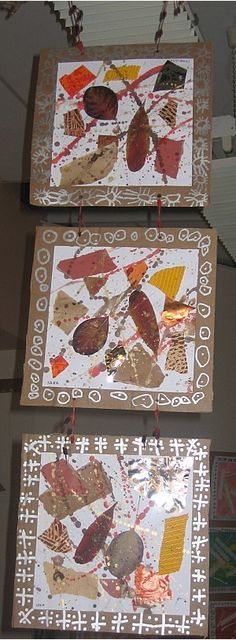 suspensions avec des collages de feuilles, papiers déchirés et éclaboussures