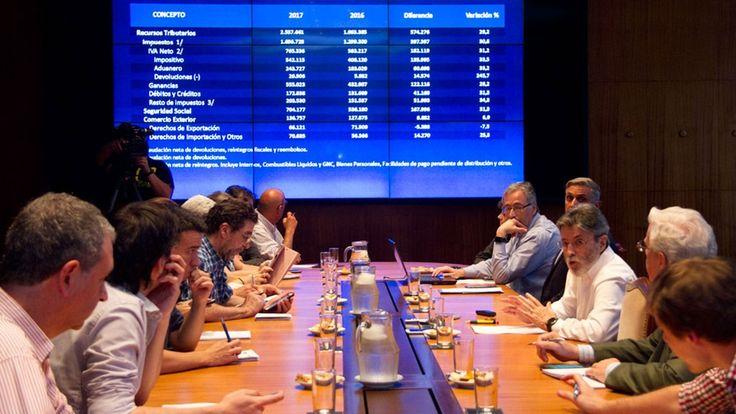 Ganancias y Bienes Personales: la AFIP extendió el plazo para las deducciones y eximió a más trabajadores https://www.infobae.com/economia/2018/01/02/ganancias-y-bienes-personales-la-afip-extendio-el-plazo-para-las-deducciones-y-eximio-a-mas-trabajadores/