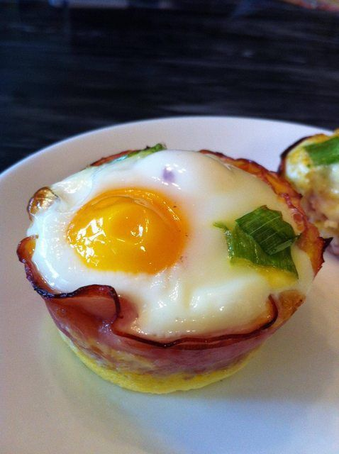Baked Eggs in Ham Cups - I'm going to add some chopped spinach and  tomato at the bottom...yum