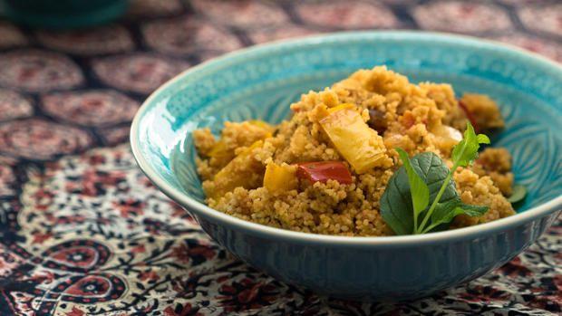 Das perfekte Salate: Couscous-Salat ( Türkische kisir )-Rezept mit Video und einfacher Schritt-für-Schritt-Anleitung: Paprika, Zwiebeln und Knoblauch…