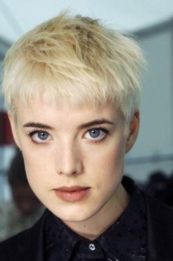 I love Agyness Deyn's eyes, they remind me of my mom's.