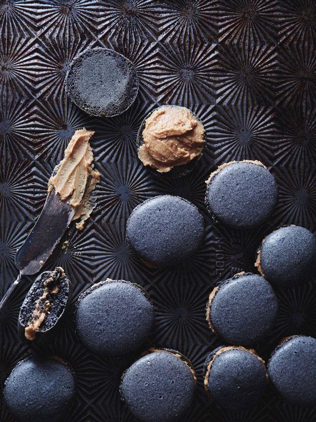 Black sesame macarons // The Tart Tart