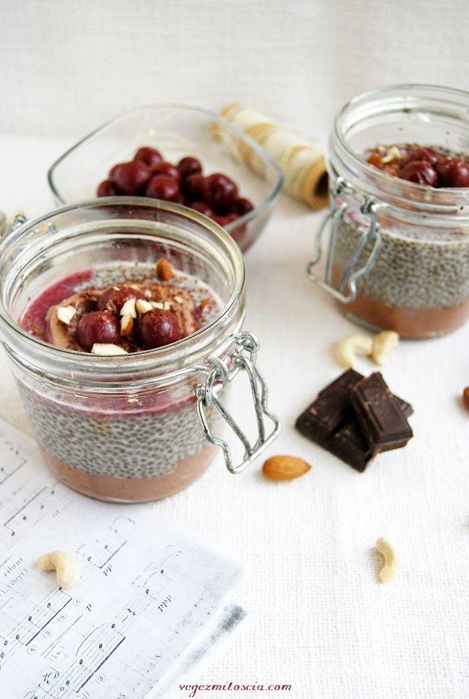 Chia pudding with chocolate mousse and cherries | vegan | vegezmiloscia.com