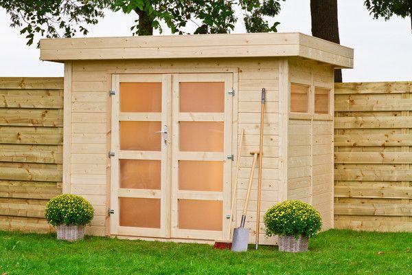 De duidelijke handleiding maakt het opbouwen van de blokhut gemakkelijk, maar het is ook mogelijk om de blokhut door ons te laten plaatsen. Vraag hiervoor een offerte op.   Afmetingen:  Breedtemaat: 155 cm(exclusief dakoverstek van 20 cm) Dieptemaat: 198 cm(exclusief dakoverstek van 20 cm) Nokhoogte: 210 cm Houtdikte: 19 mm Oppervlakte: 5,1 m2 Ruimte: 9,5 m3 Dubbele deur:175 cm x 139cm Raam:93 x 43 cm (2x) Dakhout met messing en groef: 15 mm