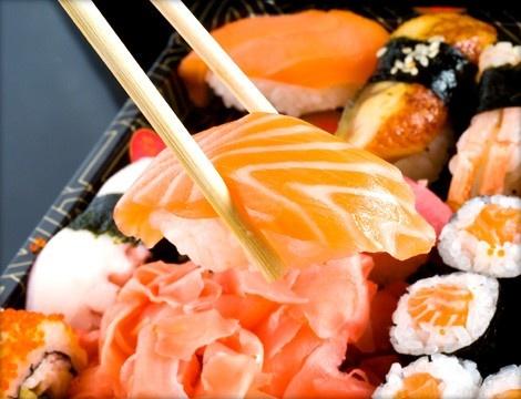 #Roma #Sushi Ama: barca sushi-sashimi take away con 38 pezzi tra nigiri, uramaki, hosomaki e sashimi per una cena da leccarsi...le bacchette!    Barca da 38 pezzi a solo 19€ solo da Sushi Ama!