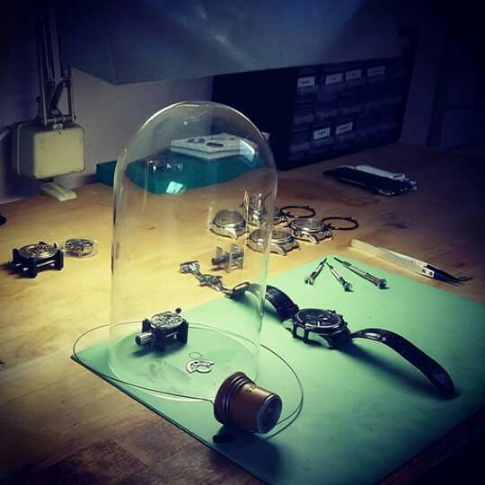Watchmaker watchmaking bench tools. Horloger établi outils horlogerie.  Thunderbird chronographe made in France