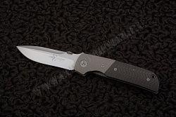 Модель ATCF CF, б/у, в отличном состоянии, изготовлена вручную. На лезвии логотип мастера Marfione в виде клинка.  На лезвии предусмотрена ребристая дополняющая для точного упора большого пальца. Рукоять снабжена креплением, фиксирующей нож на плечевом ремне, либо на поясе брюк. || Second-hand  ATCF CF knife in an excellent condition. The blade is marked with the dagger logo. The blade features a notched thumb-rest. The handle has a clip fixing the knife to a shoulder strap or a trouser…