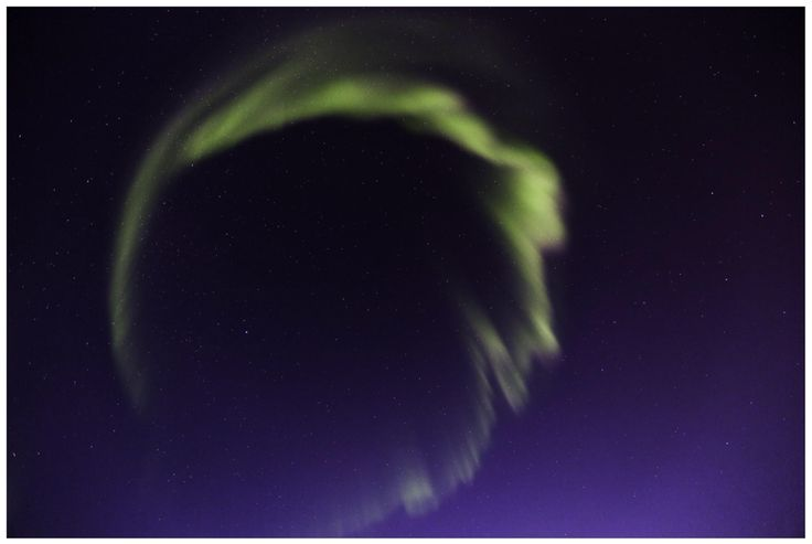 Nordlys rett opp.  Aurora Borealis corona.