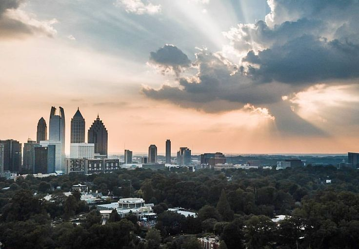 "83 Likes, 3 Comments - Stephen Cook (@3rdspace_photo) on Instagram: ""At the right place at the right time  . . . . . . . . . #atlanta #sunset #atlantaskyline #midtown…"""