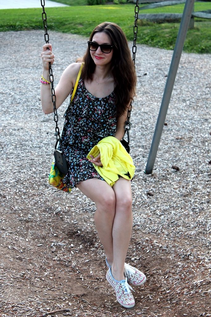 teen babe public undress