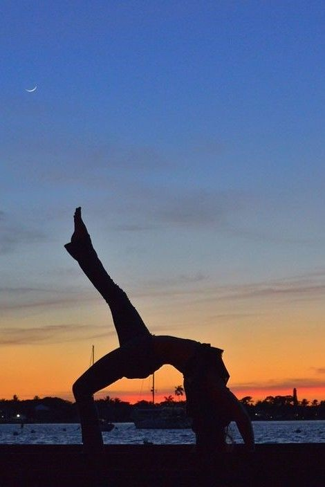 insta \ Silvia Diaz ☾ Follow me or visit www.spasterfield.com for more beaut… – Yoga Photography ♡