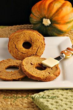 Low Carb Pumpkin Bagels | Grain free, gluten free,Paleo and low carb version. Starch free, low fat, dairy free, with nut free options. www.beautyandthefoodie.com