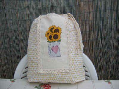 Strano, ma vero... non ho impiegato molto tempo per confezionare il sacchetto. Che stia imparando a cucire?