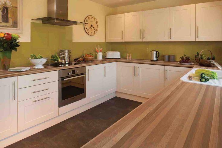 Kitchen design, walnut worktop, shaker cream gloss