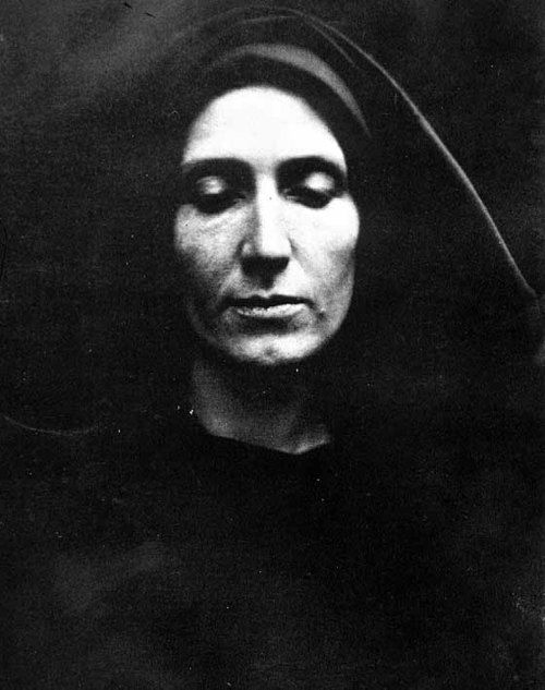 1870's. Self Portrait : Julia Margaret Cameron. Why am I so drawn to these nun or nun-like portraits? The photos find me, I don't find the photos.