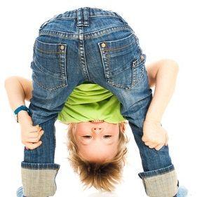 Für sehr aktive Kinder sind kleine Übungen aus Yoga, um ihre Mitte zu f … – arbeit