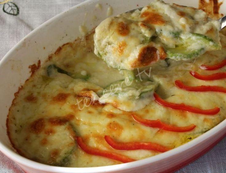Sütlü sebze lezzetini sevenlere gelsin tarifimiz. Yanına bir tavuk ızgara ve güzel bir çorbayla ziyafet olur. Çay saatleri için de tavsiye ederiz. Sıcak sıcak yiyin, börek poğaça aklınıza bile gelmez :) Kabak Graten...