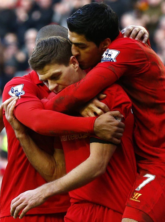 Liverpool's Steven Gerrard (C) celebrates scoring a penalty against Swansea City with Luis Suarez (R) during their English Premier League soccer match at Anfield in Liverpool, northern England, February 17, 2013.