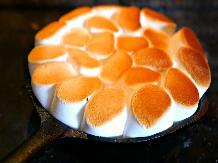 Chocolate Marshmallow & Banana Pie Do you want to put a smile on your guest faces? Gives this marshmallow pie recipe a try, you will not be disappointed. Soc...