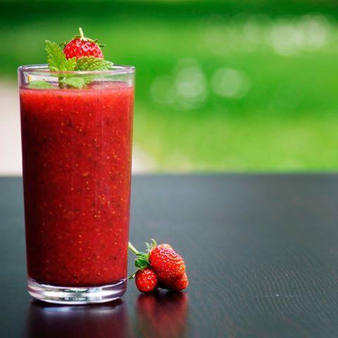 Prepárate un #smoothie de manzana, fresa, melón y frambuesas para revitalizar el cuerpo.