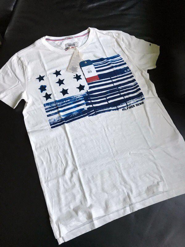 Moje Pánské tričko z kolekce Hilfiger Denim od Tommy Hilfiger! Velikost 50 / L za650 Kč. Mrkni na to: http://www.vinted.cz/muzi/tricka-s-potiskem/17642525-panske-tricko-z-kolekce-hilfiger-denim.