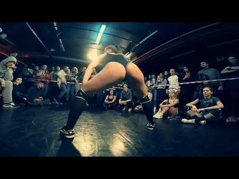 2 Sexy Girls Race Twerking - YouTube