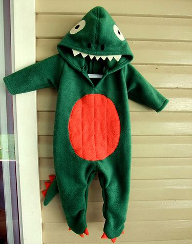 Baby Dinosaur Costume | Allow your baby to stay warm and comfortable in this dinosaur costume. Made to fit like a onesie, it's perfect for bringing out the inner raptor inside your little one. | Maker Crate #kidscostume #halloween #diy