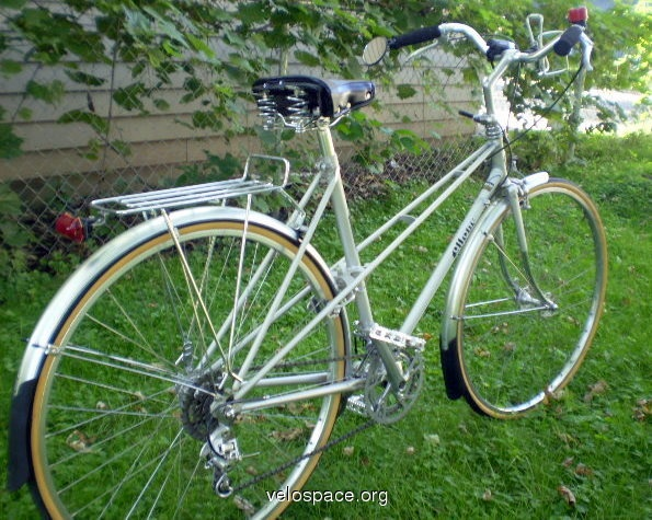 Azuki Mixte Bonzai from the blog Biking in Dallas, I once owned one, and turns out the farm was bent T_T