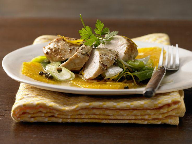 Hähnchenbrust auf Orangenscheiben - mit Lauch und grünem Pfeffer - smarter - Kalorien: 330 Kcal - Zeit: 35 Min.   eatsmarter.de Hähnchenbrust auf Orange - schmeckt ausgezeichnet.