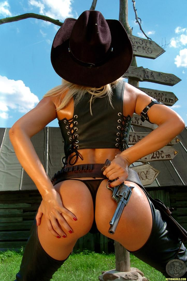 grils-and-cowgirl-babe-ass-naked