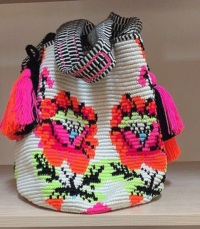 Real colors and textures ❤️ ...  Jippy Gees model . . . . . #mochibcn #mochilas #shoulderbag #crossbodybag #beachbag #wayuubag #notawayuu #madeinColombia #fairtrade #ethicalfashion