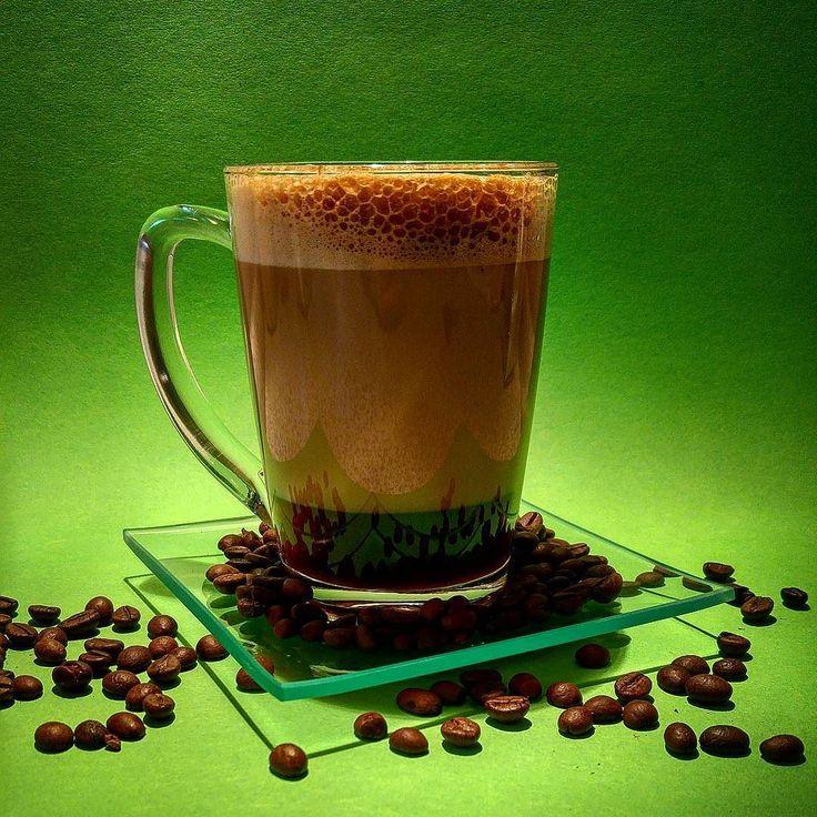 Kaffee Pause in grün ... GreenApe Style #alex #kaffee #power #espresso #killmequick #crema #mitmilch #kaffeebohnen #koffeinkick #glas #farbspiel #timeline #experiment #greenape #nord #niedersachsen