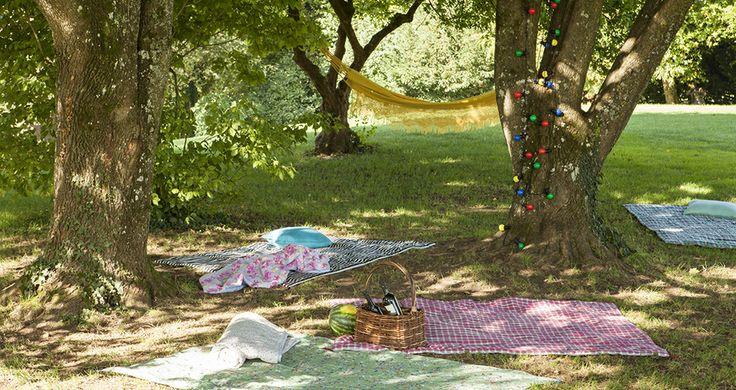 picknick time mit lichterkette und h ngematte wird der abend im park zu etwas ganz besonderem. Black Bedroom Furniture Sets. Home Design Ideas