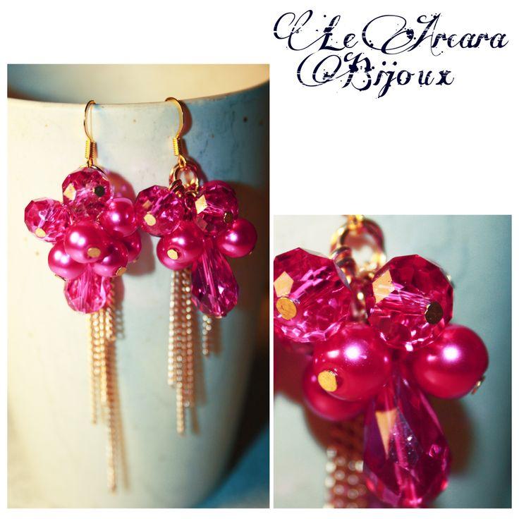 orecchini composti da perline a grappolo e fili di catena color oro www.facebook.com/le.arcarabijoux