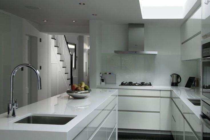Modern White Kitchen Elan Kitchens 55 New King's Road, London, SW6 4SE www.elankitchens.co.uk
