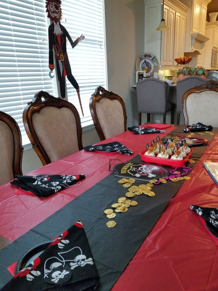 Pirate Party.  Table decoration.