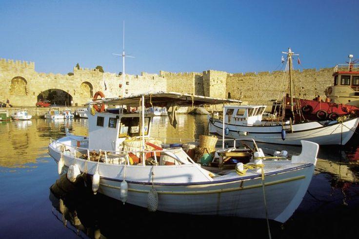 Rodos - Greece, łodzie rybackie w porcie Mandraki