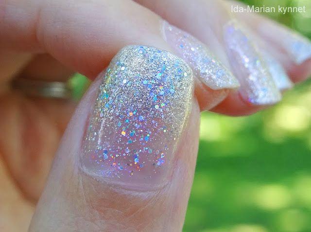 Ida-Marian kynnet / Silver tips with glitter gradient / #Nails #Nailart