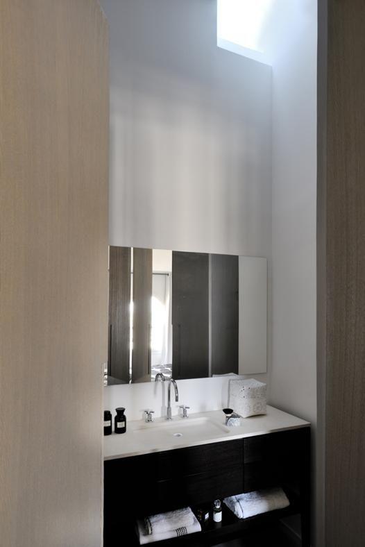 Marsiglia APERTURA SUL SOFFITTO Il mobile bagno con il piano in pietra ...