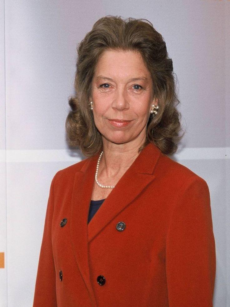 Evelyn Hamann, bürgerlich Eveline Braun, geb. Hamann, (* 6. August 1942 in Hamburg; † 28. Oktober 2007 ebenda) war eine deutsche Schauspielerin und Synchronsprecherin.