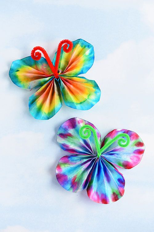 DIY Craft: These classic coffee filter butterflies are SO EASY and so beautiful! This is such a great summer craft idea for kids and a fun low mess activity! It's easy. It's relatively low mess. It's even a bit of a science experiment when you wet the coffee filter and watch the colours blend!
