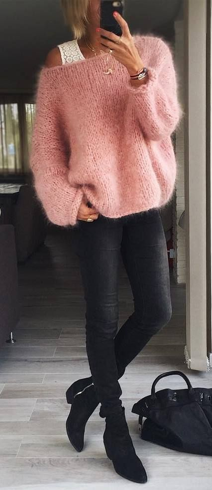 cozy fall outfit : pink sweater + black skinnies + boots + bag