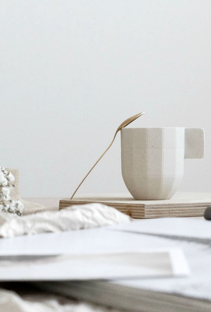 Aesthete Label love - Soft colours - Hay like paper cup and gold tea spoon from Zara