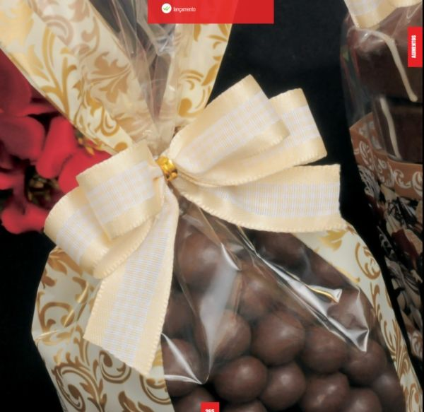 Beautiful wrappings for special occasions by El Taller del Chocolate. For more ideas and information visit us at www.costaricaparadisewedding.com