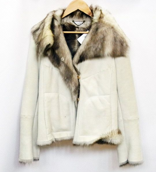 MaxMara cream shearling short jacket, size medium. Estimate £100.00 to £200.00 (Lot no: 350 in sale on 05/08/2014) The Cotswold Auction Company