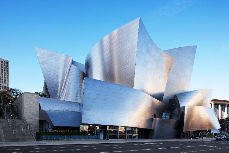 Μερικά απ΄τα θαύματα του σύγχρονου κόσμου… Ο δημιουργός αυτού του εντυπωσιακού κτιρίου είναι οFrank Gehry. Ηυψηλή του αισθητική και ο περίπλοκος, ανατομικός σχεδιασμός του κέρδισαν το Βραβείο Αρχιτεκτονικής Pritzker. Άνοιξε τις πύλες του το 2003 κι έκτοτε αποτελεί σημείο αναφοράς για την πόλη των Αγγέλων. Την πρωτοβουλία για την ύπαρξη ενός τέτοιου κτιρίου την πήρε η σύζυγος του Walt Disney,Lillian.