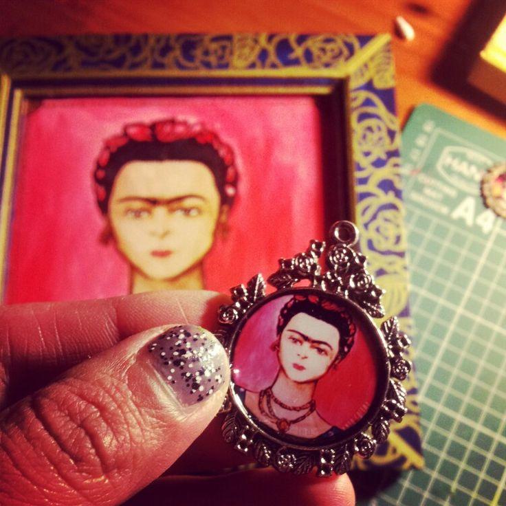 Frida Camafeo  #accesorio #hechoamano #frida #fridakahlo