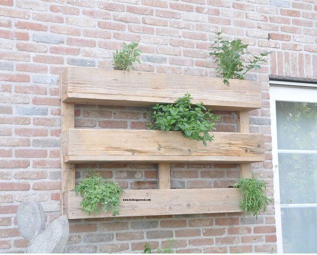rek gemaakt als pallet gebruikt steigerhout - kruidenrek voor aan de muur in steigerhout - planten , kruidenbakken en rekken