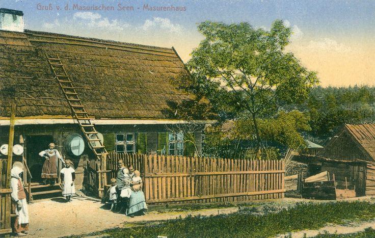 Alle vor das Haus, der Fotograf ist da! Masurenhaus im ehemaligen Ostpreussen Karte von 1920, Samml. Hameister https://www.facebook.com/231510676882650/photos/a.236820109685040.64897.231510676882650/1076560545710988/?type=1